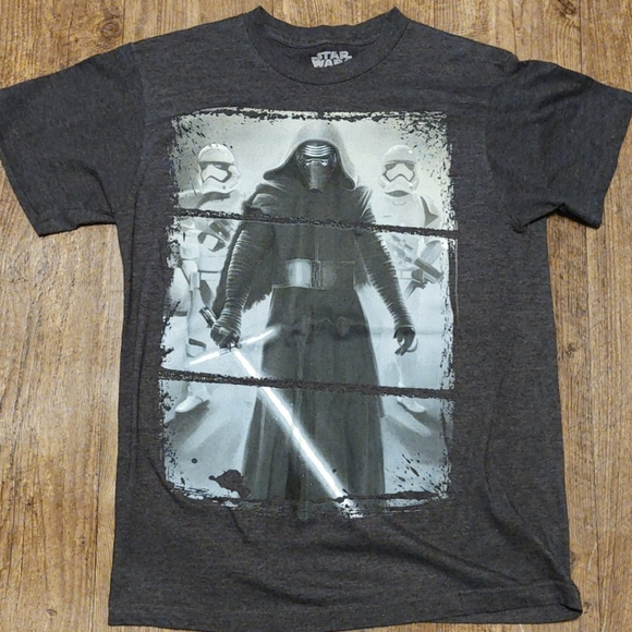 (4 for $20)Star Wars kylo Ren t-shirt small